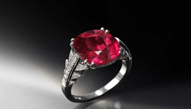 Very rare Ruby set in white gold with round brilliant diamond pave