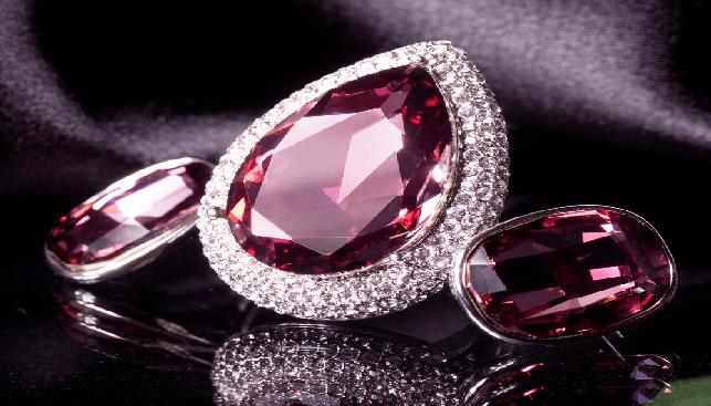 Embedded jewel
