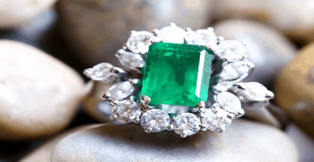 Diamond ring with big emerald and diamonds
