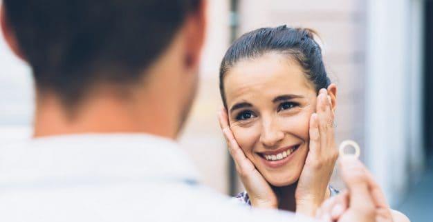 Engagement diamond ring millennials