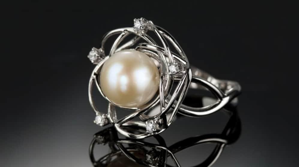 Ring pearl diamonds
