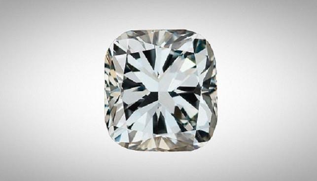 GIA hybrid synthetic diamond